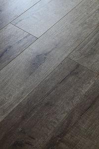 Eir Oak Laminate Flooring AC3/AC4 HDF E1 pictures & photos