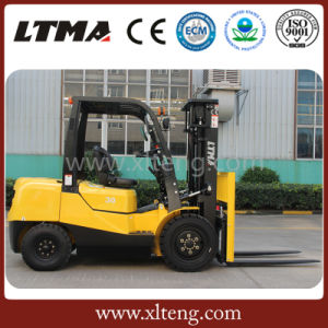 Competitive Price 2 Ton Mini Diesel Forklift for Sale pictures & photos