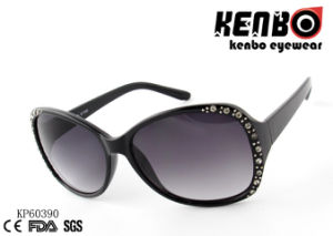 Plastic Frame with Shining Studs Embed by The Front Sidekp60390 Fashion Women Sunglasses pictures & photos