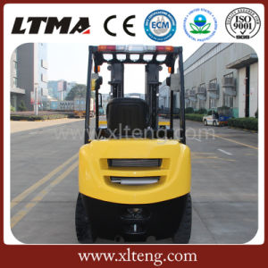 China Small 2 Ton Diesel Forklift with Competitive Price pictures & photos