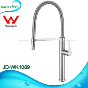 Hot Sale Sqaure Design Brass Swivel Sink Kitchen Mixer with Sedal Ceramic Valve pictures & photos