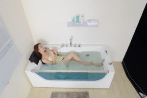 Fashionable Indoor Round Massage Whirlpool Bathtub with Bathroom Furniture (SF5B002) pictures & photos