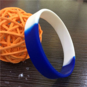 Customize Children Promotion Gifts Segmented Color Silicone Wristbands pictures & photos
