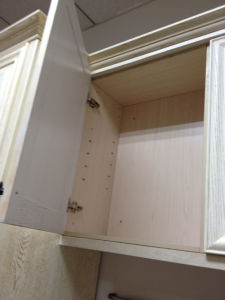 Red Oak Solid Wood Upper Cabinets for Kitchen Use pictures & photos