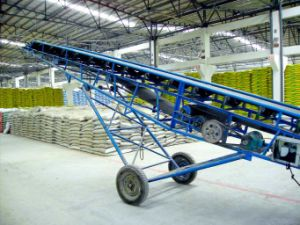 Large Capacity Portable Belt Conveyor for Bulk Conveying pictures & photos