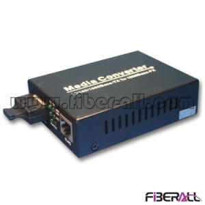 10/100/1000m Optical Media Converter with 1X9 Transceiver mm 850nm 550m pictures & photos