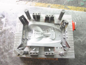 Automotive Head Lamp Guide Plastic Injection Mold pictures & photos