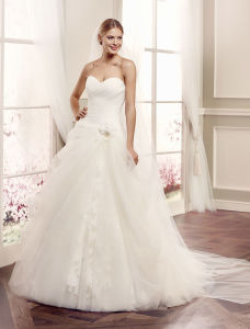 Embroidary Strapless Tulle Bridal Gown with Satin Belt Wedding Dress pictures & photos