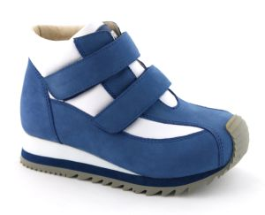 Children Sneakers with Hard Heel Counter for Stability pictures & photos