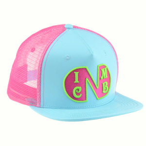 Custom 5 Panels Flat Brim Snapback Trucker Hat with Embroidery pictures & photos
