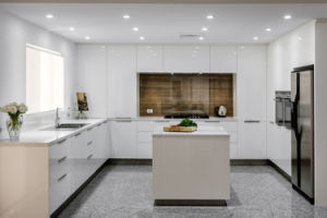 Modern Kitchen Items Acrylic Kitchen Cabinet Door Kitchen Cabinet pictures & photos