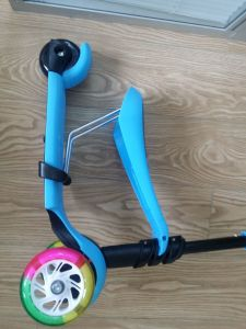 2016 New Desin 3 in 1 Mini Kick Scooter Withseat and 3 Wheels for 1-5years Old Child pictures & photos