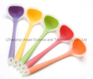 Big Size Hot Sale Translucent Silicone Ladle & Silicone Spoon Sk33 pictures & photos