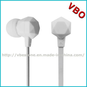 2015 New Style Colorful in-Ear Stereo Earphone with Flat Cable pictures & photos