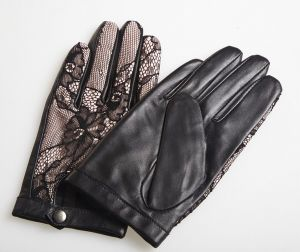 Lady Lambskin Leather Driving Gloves with Fashion Lace Back (YKY5089-2) pictures & photos