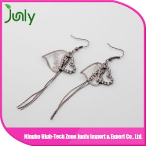 Long Hanging Silver Jewelry Earrings Heart Drop Earrings pictures & photos