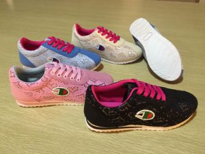 Flat Lace up Comfort Women Sports Shoes with Flowers Fabric pictures & photos