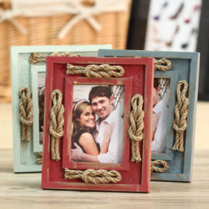 A4 Home Decoration Wood Photo Frame pictures & photos