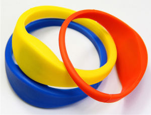 Professional Waterproof Silicone PVC RFID Tag Wristband & Bracelet pictures & photos