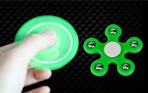 Cheapest Hand Spinner on Sale Price Less Than 0.4USD pictures & photos