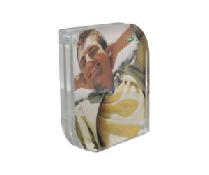 Customize Wholesale New Clear Acrylic 4X6 Picture Magnetic Photo Frame pictures & photos