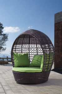 Outdoor Furniture Rattan Lying Bed Pool Loung Daybed pictures & photos