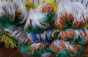 100% Nylon Colorful Completed Fishing Net with Sinkers and Floats pictures & photos