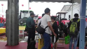 Aidi Brand 4WD Hst Hand Tractor Boom Sprayer for Paddy Field and Farm Land pictures & photos