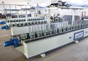 Woodworking Roller Spreading Profile Wrapping Machine pictures & photos