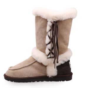Women′s Double Face Sheepskin Winter Shoes Fashion Boots with Tassel in Sand pictures & photos