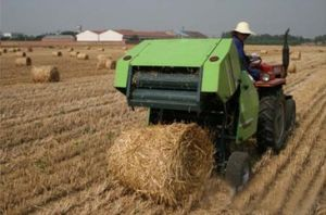 Tractor Hay Baler Compact Baler pictures & photos