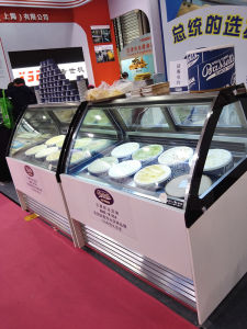 Ice Cream Showcase/ Gelato Display/Ice Cream Container pictures & photos