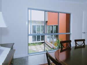 Triple Tracks Aluminium Sliding Windows with Laminated Glass pictures & photos