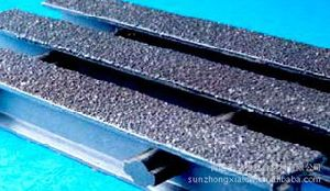 Fiberglass Pultruded Gratings, FRP/GRP Gritted Top Cover pictures & photos