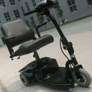 Electric Foldable Mobility Scooter with Three Wheel (DL24250-1) pictures & photos