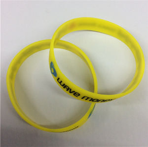 Debossed Printed Charming Promotional Gift Silicone Wristband pictures & photos