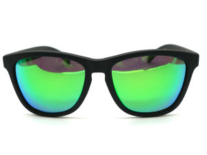 2016 Fashion Brands OEM Factory Eyewear PC Frame of Polarized Lens pictures & photos