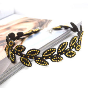 Black Leather Choker Necklace in Acrylic Leaf Plating Gold pictures & photos