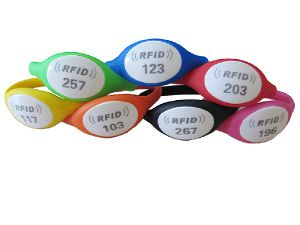 RFID Waterproof Silicon Wristband pictures & photos