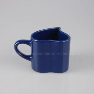 Personalized Ceramic Mug in Cute Heart Shape pictures & photos