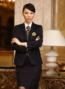 2014 Women′s Black Slim Fit Hotel Uniform pictures & photos