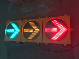 En12368 LED Flashing Traffic Light / Traffic Signal with Arrows pictures & photos