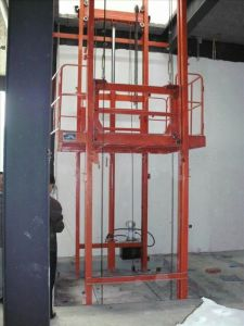 New Condition Hydraulic Vertical Cargo Elevator pictures & photos