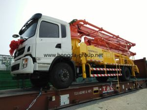 Hongda 28m Concrete Pump with Booms pictures & photos