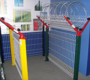 China Supplier of Wire Mesh Fence Airport Fence System pictures & photos