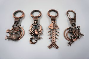 Custom Made Trend Colourful Bronzesouvenir Key Chain pictures & photos
