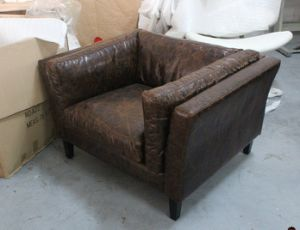 Antique Single Sofa with Wood Legs, Classic Leather Sofa pictures & photos