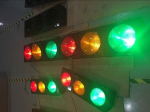 En12368 Certificated 300mm LED Flashing Traffic Light / Traffic Signal with Fresnel Lens pictures & photos