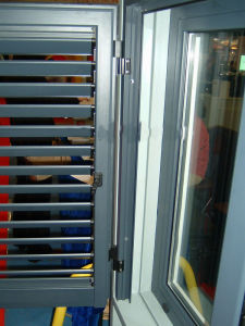 Aluminium Shutter Window (with screen) -49 Series pictures & photos