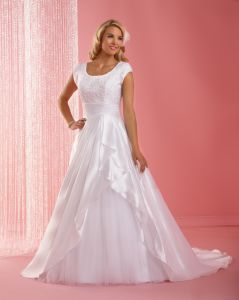 Elegant scoop neckline Wedding Wear (CL1005)